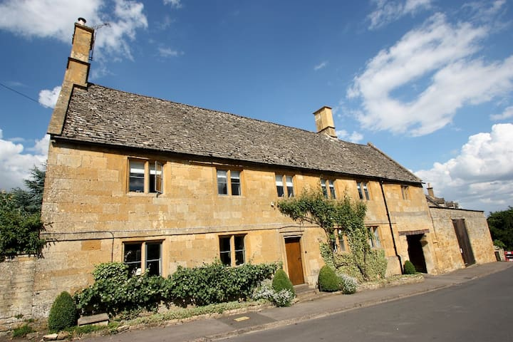 Newlands Farmhouse, Near Moreton in Marsh - Aston Magna - Bed & Breakfast