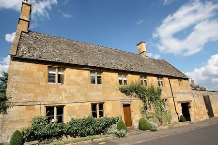 Newlands Farmhouse, Near Moreton in Marsh - Aston Magna - Bed & Breakfast