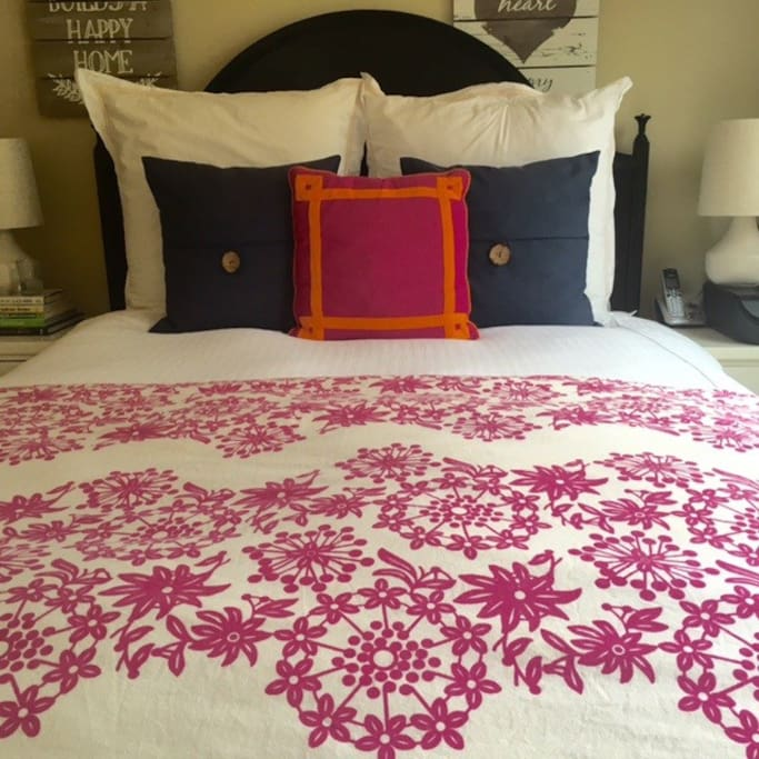 Queen bed - guest room