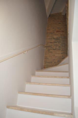 Scalinata di accesso al 3° piano mansardato