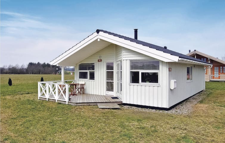 Holiday cottage with 3 bedrooms on 72m² in Hovborg