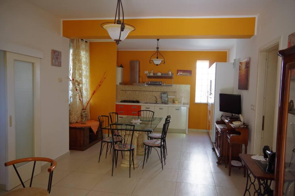 Soggiorno e cucina / Living room and kitchen