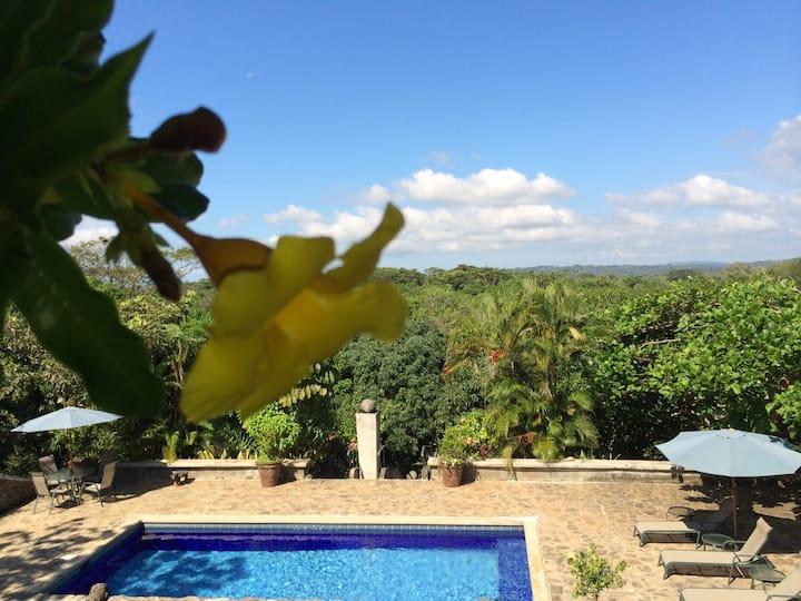 Eco-Friendly Vacation Home Outside Jaco