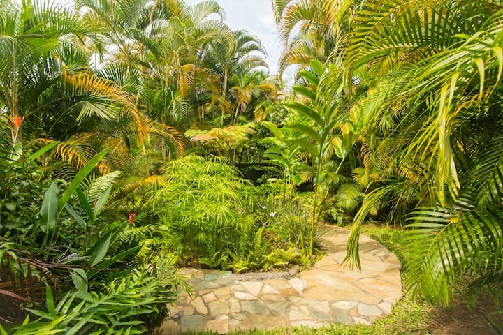 Enchanting Hideaway - Hawaiian Style Screened Hale - Kealakekua