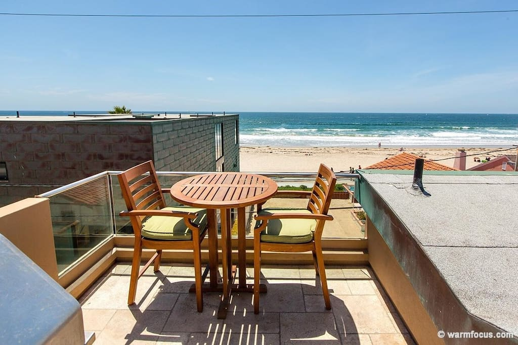 Roof top deck pub table and chairs