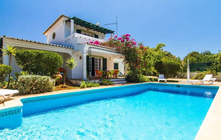 TRADITIONAL BEACH MANSION-heated pool - UP TO 8 - Almancil - Huis