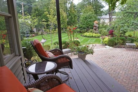 Urban Garden Retreat - St. Louis