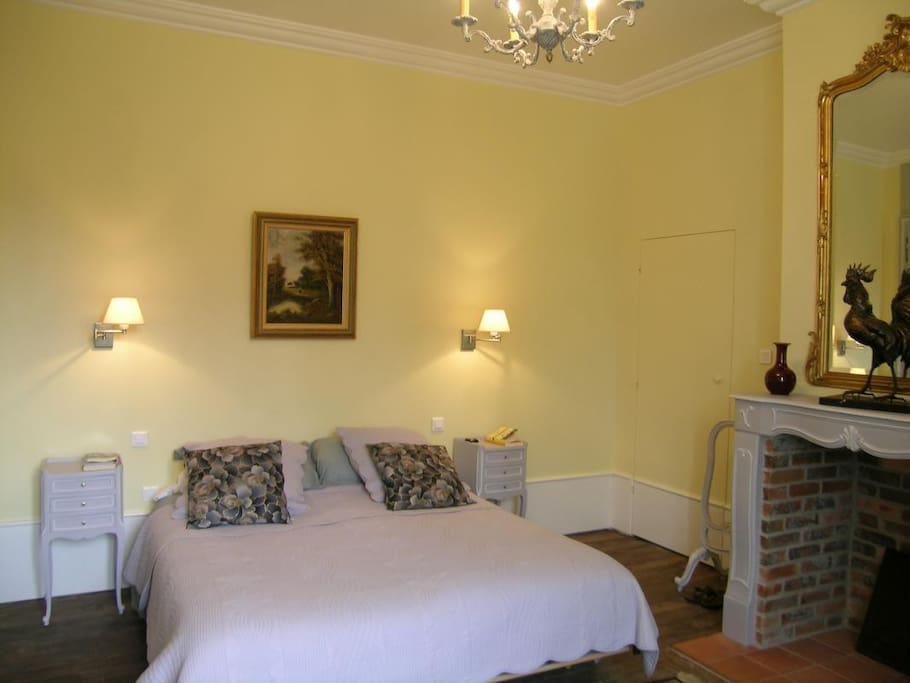 Ch teau de sallebrune chambres d 39 h tes louer beaune - Chambre d hote chateau thierry ...