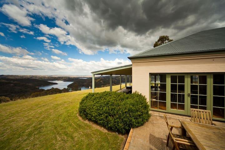 5 Bedroom Stunning Cottage Home - Burrinjuck - Talo
