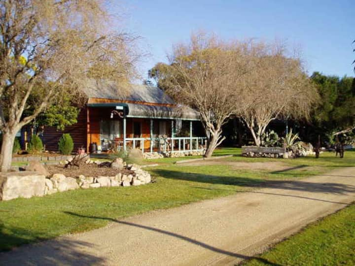 Private Lake Frontage & Artesian Hot  Spa Springs