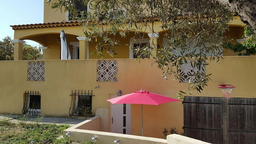 T1 dans villa avec petit exterieur - Marseille - Appartement