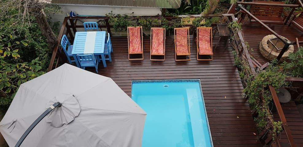 Private pool, shared between unit A & B