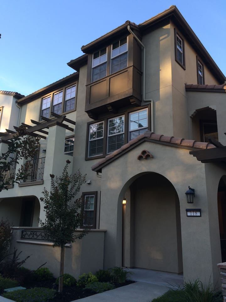 Master Suite with Separate / Private Entrance!