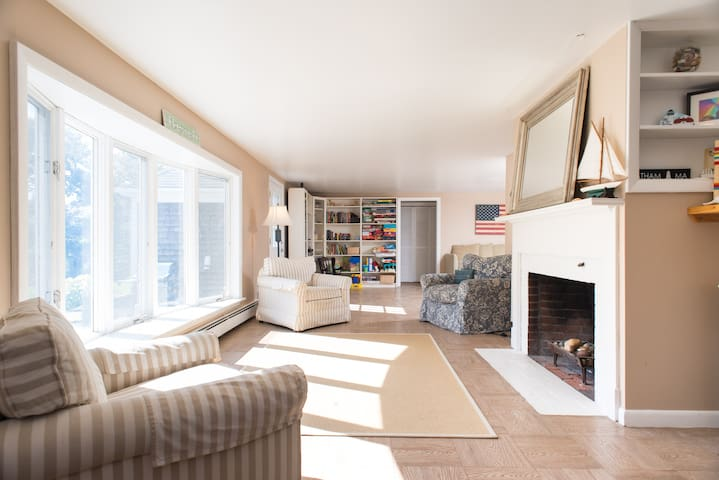 Gorgeous, cozy, charming beach house in Chatham - Chatham - Haus