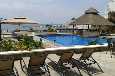Great beach house in golf course - Manzanillo