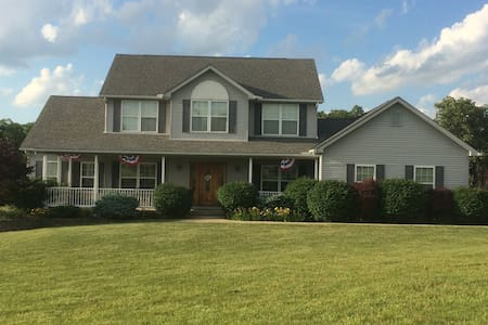Quiet Country Escape minutes from Miami University