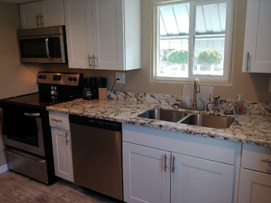 Full size kitchen, SS appliances, granite countertops.