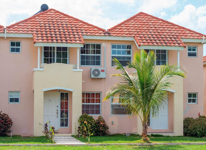 Boscobel Townhouse - 3 mins from Beach