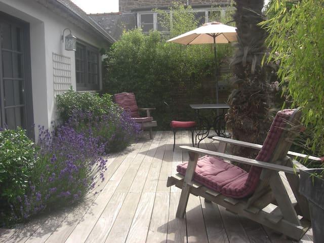 petite maison 30m2 avec terrasse privee - Saint-Coulomb - 獨棟