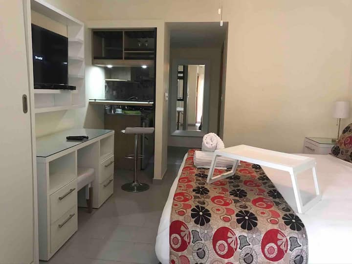 Modern suite for 2 w/ access to Emotions Resort