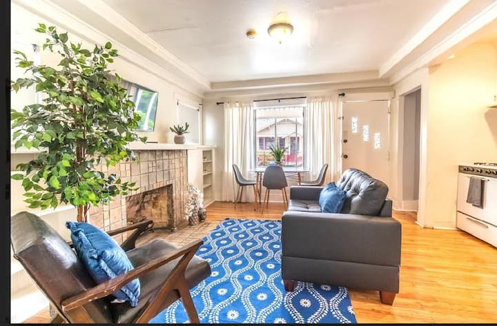 Cozy and Gorgeous 2BR & 1BT Bungalow in Hollywood!