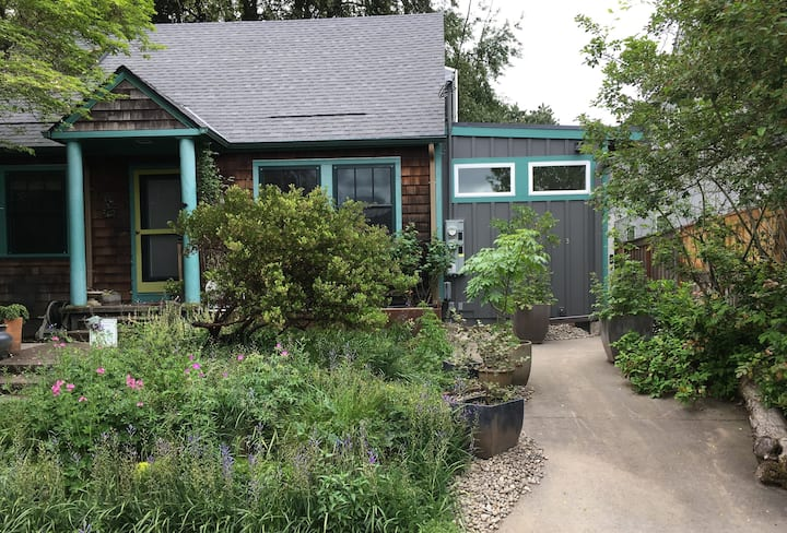 Sellwood Garden Studio with Private Patio