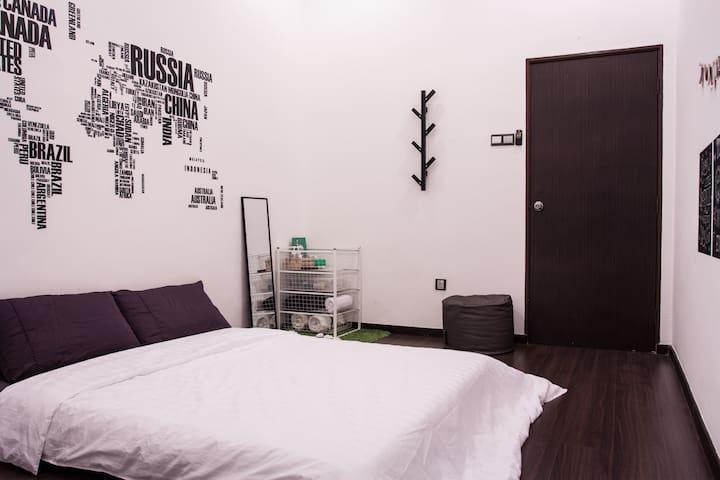 Cozy Bedroom@Comfy Home