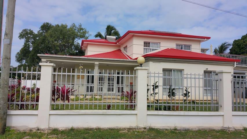 Puipuikihetoa Residence, Haveluloto, Nuku'alofa