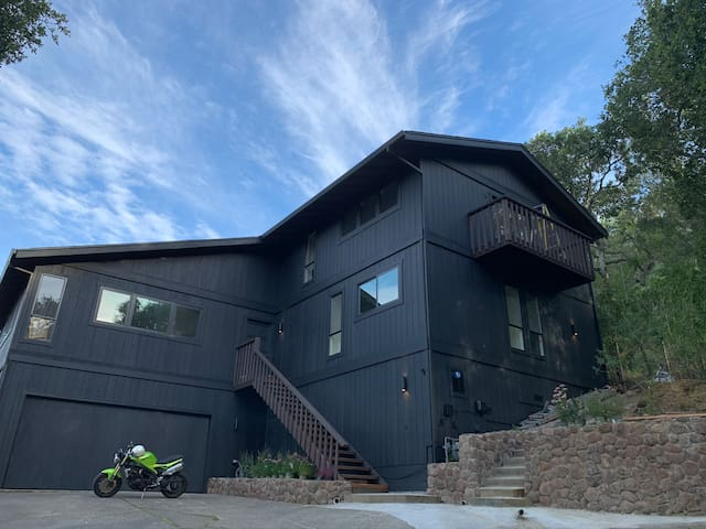 Modern Marin (2 acres, bocce, nature, hot tub!)