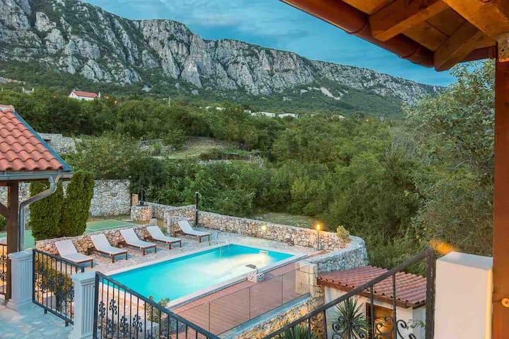 Luxury Stone Villa Rossana