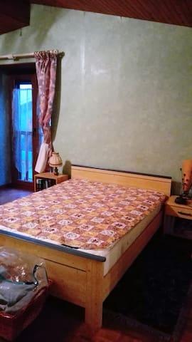 Chambre dans Maison de village, proche châteaux