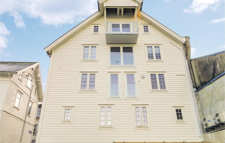 Holiday apartment with 3 bedrooms on 85m² in Skånevik