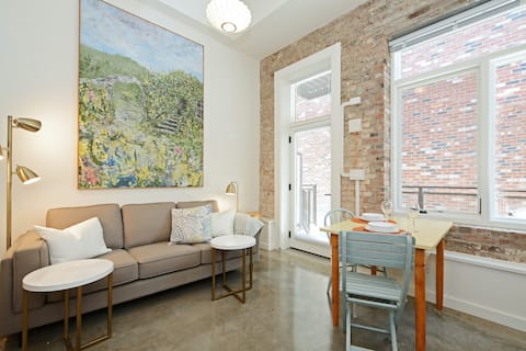 Lovely suite in the heart of Victoria!