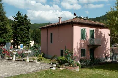 Affascinante villa con giardino  - Tredozio - 别墅