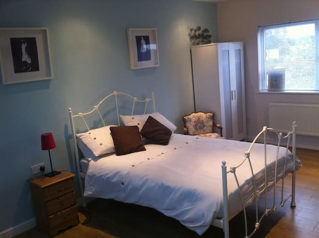 Lovely ensuite double, parking
