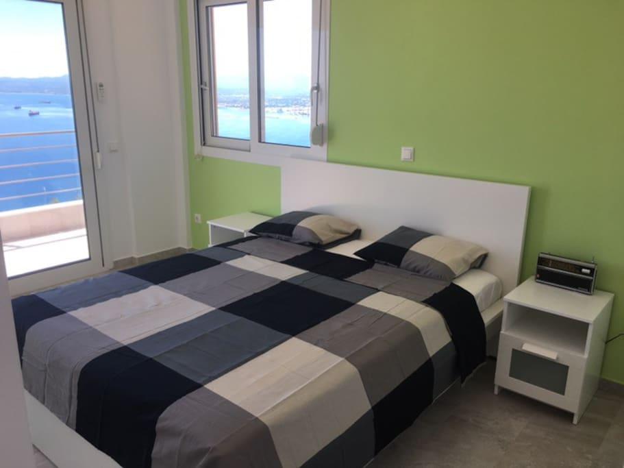 2nd floor bedroom with sea view
