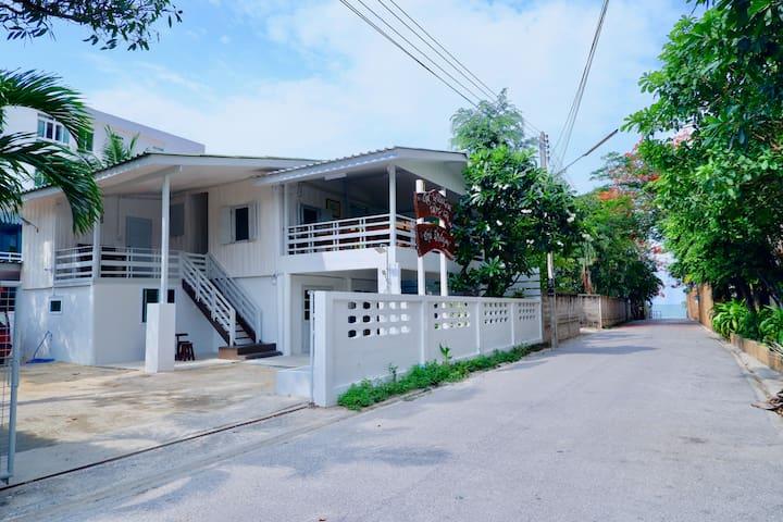 The classical Huahin beach house 30sec. to beach