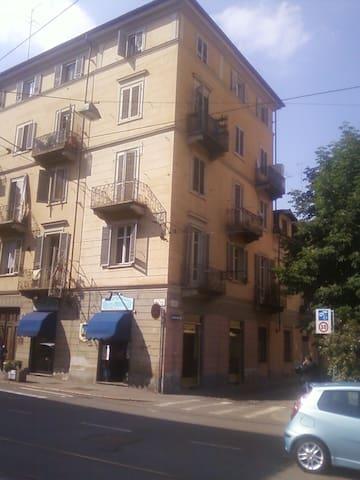 American hosts in great location - Turín - Apartamento