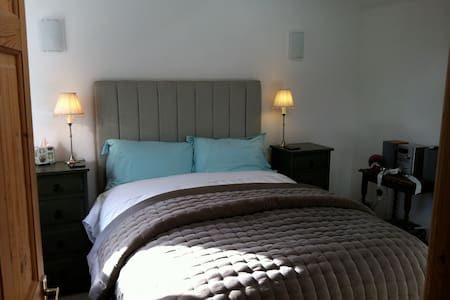 Old Granary self contained B & B - Clifton upon Dunsmore, RUGBY - Bed & Breakfast