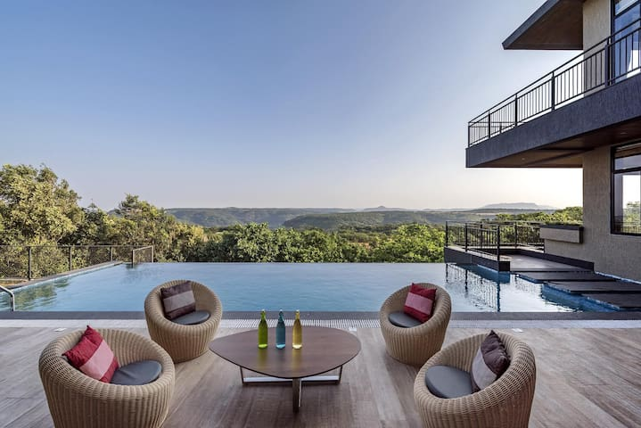 Falcon Hill, 6BDR Veg villa with Infinity Pool
