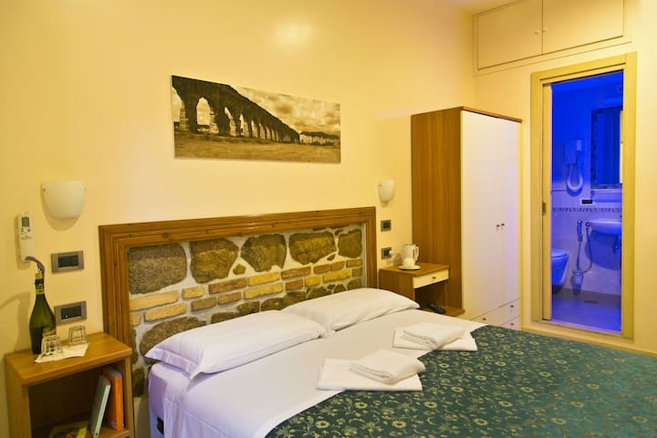 Comfortable room in Roma Termini