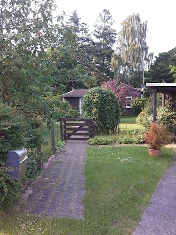 Sommer hus idyl,hyggeligt hus og charmerende have - Hornbæk - Chalet