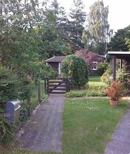 Sommer hus idyl,hyggeligt hus og charmerende have - Hornbæk