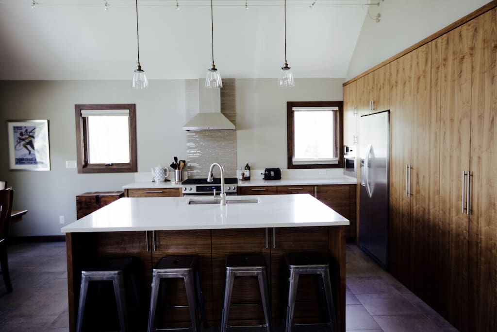 Modern and spacious kitchen/dining/entertaining space