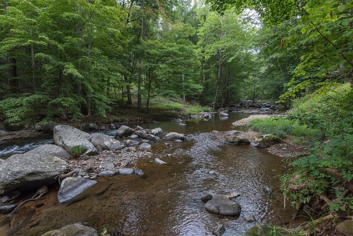 Creekside Haven! Beautiful rushing creek!!