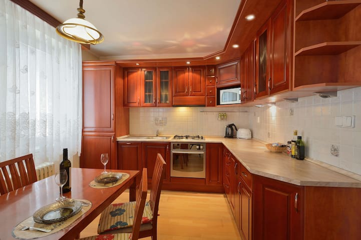 Rustic 2 BDR apartment in Family&Business Area
