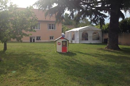 2 chambres avec SDB+WC, idéal pour salons Eurexpo - Pusignan - House