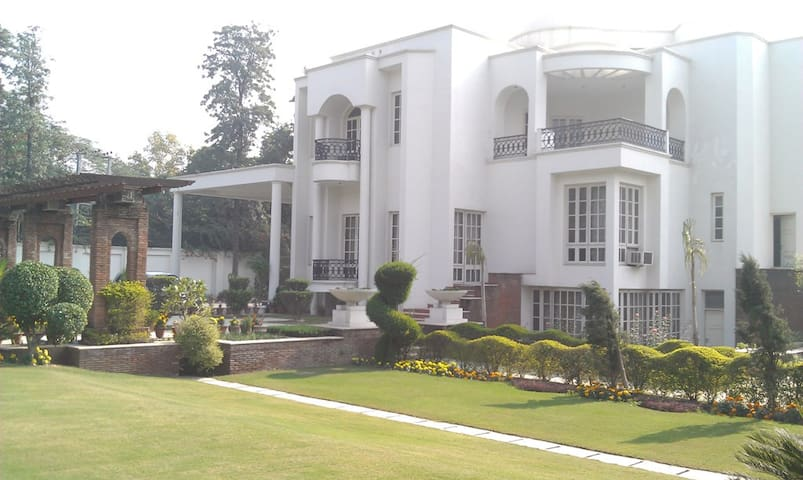 Farm House Living in Heart of Delhi