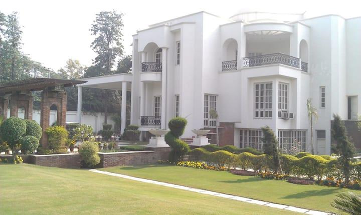 Farm House Living in Heart of Delhi