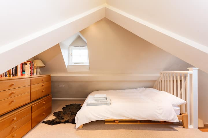 Inkpen Cottage loft room with private bathroom